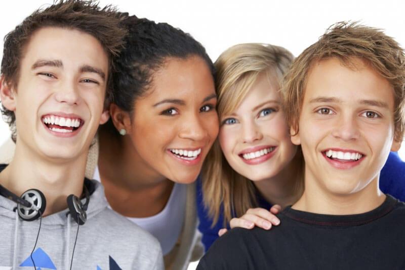 ortodoncia-invisible-invisalign-teen-para-jovenes-y-adolescentes-sin-brackets