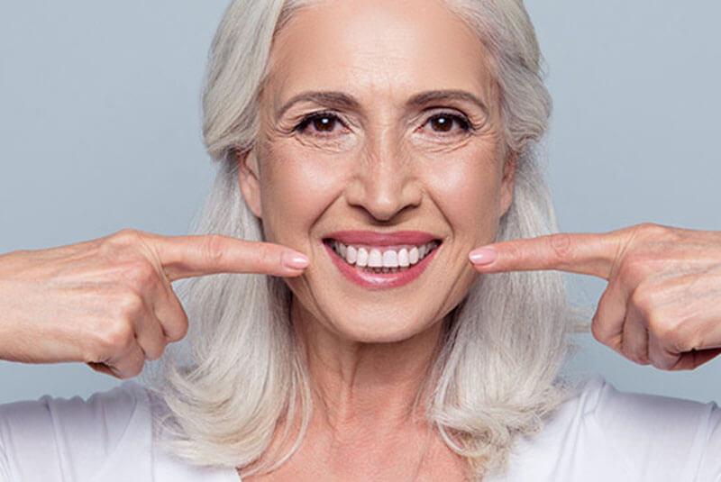ventajas-de-las-prótesis-fijas-clínica-dental-en-barcelona
